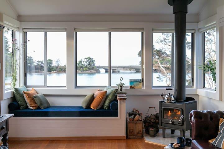 Blythe River Boathouse - Luxury Waterfront Cottage