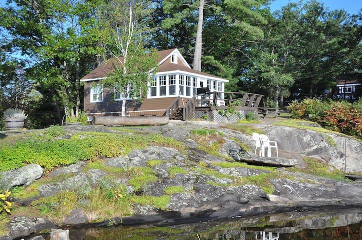 The Loon  Muskoka (Lakefront) - TeaLakeCottages