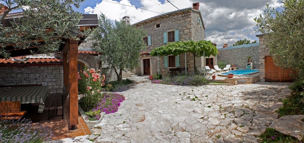 Villa Orihi - two houses with pool