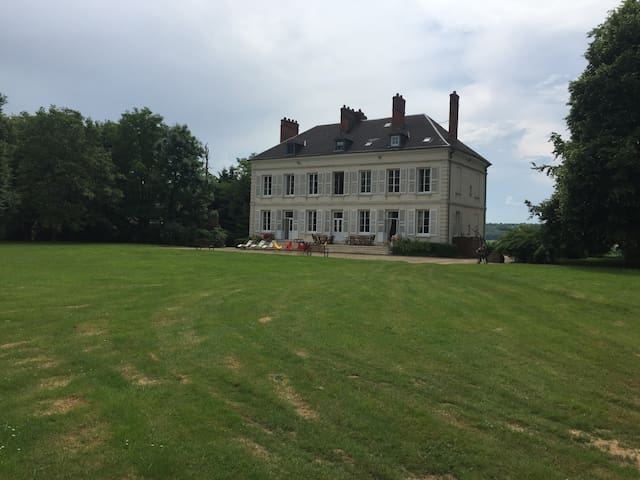Fay-les-Étangs的民宿