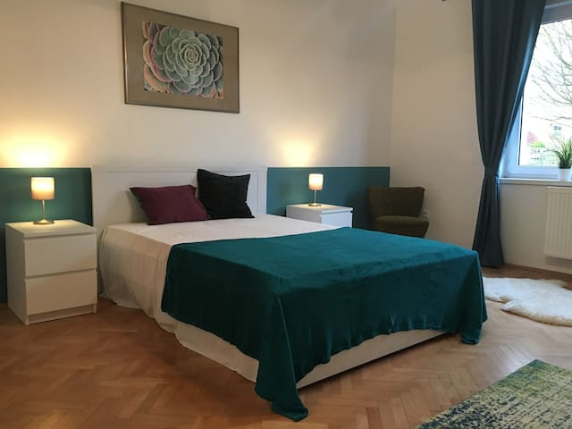 Stilvolle 2-Zi-Wohnung in ruhiger, grüner Lage