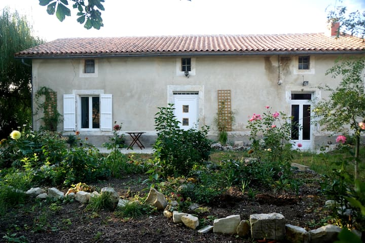 Salles-de-Villefagnan的民宿