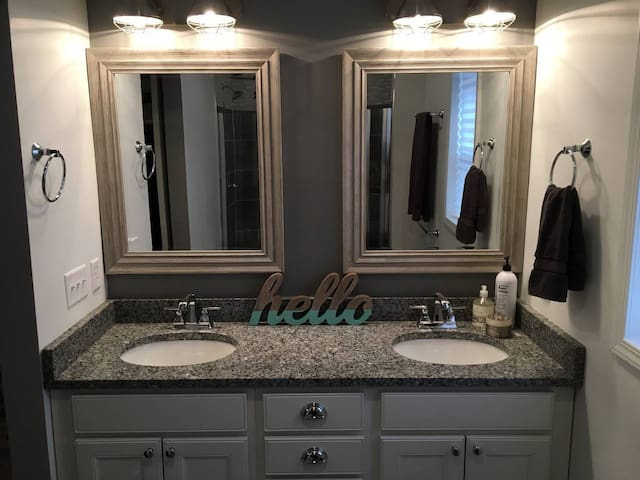 Comfy & Cozy Stocked Suite near Downtown Indy
