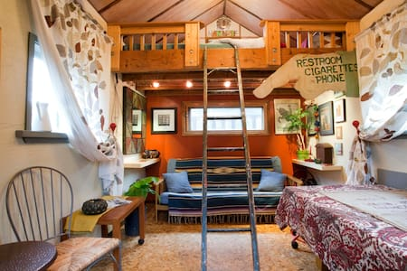 Rustic Tiny Home w Sleeping Loft in hip Woodlawn