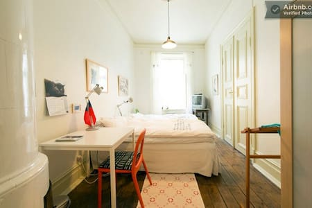 Room for 2 in downtown GBG