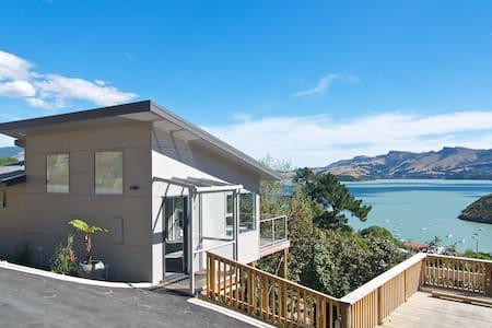 Luxury Cass Bay Retreat (B)