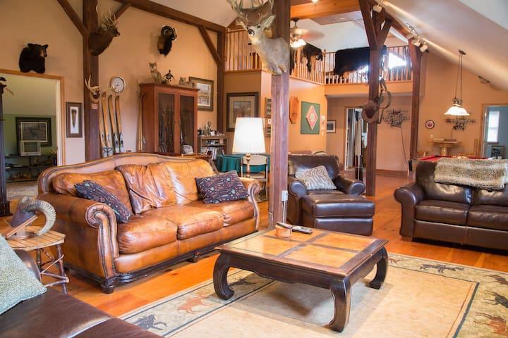 Country Getaway Lodge / Ranch