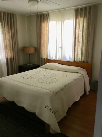 clean master bedroom w/ private bathroom, 7 DAYS +
