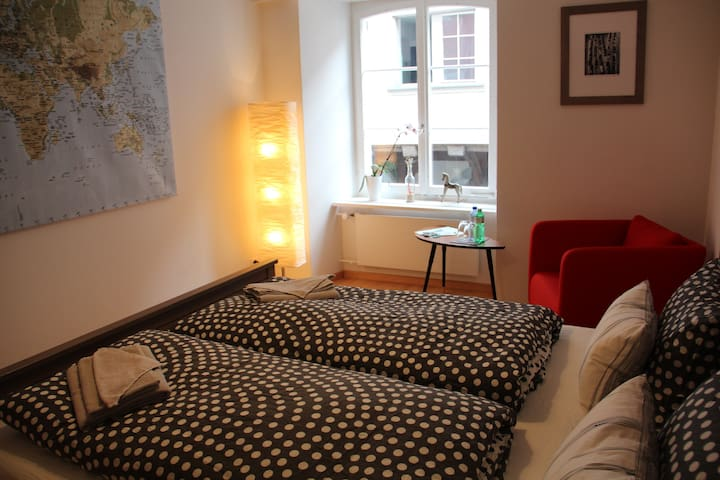 Rhii B&B - Cosy double-room by the river