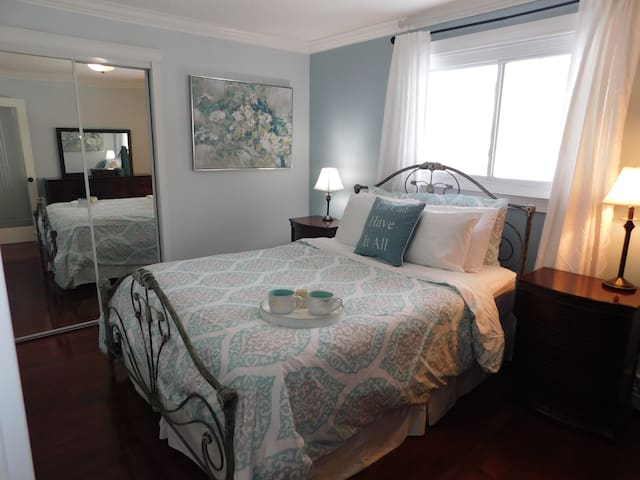 Garneau 1 Bedrm Suite, Parking & Cleaning Included