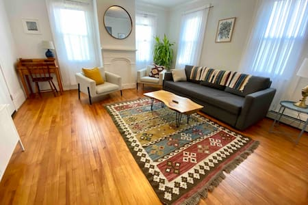 Bright Spacious West End 2BR with parking