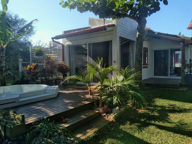 BARRA DE IBIRAQUERA的民宿