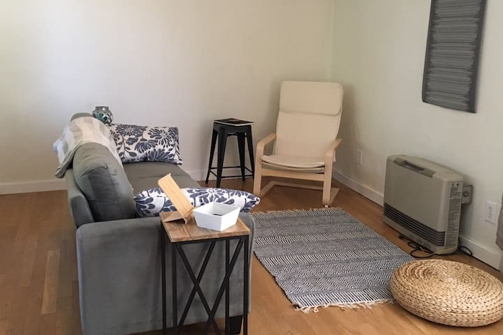 DISCOUNTED Convenient and Cozy Ukiah Cottage