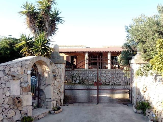 Marina di Pescoluse的民宿
