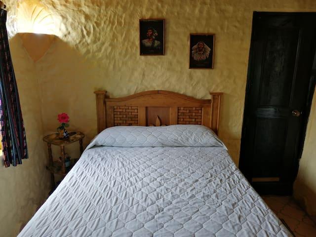 Céntrica habitación independiente.