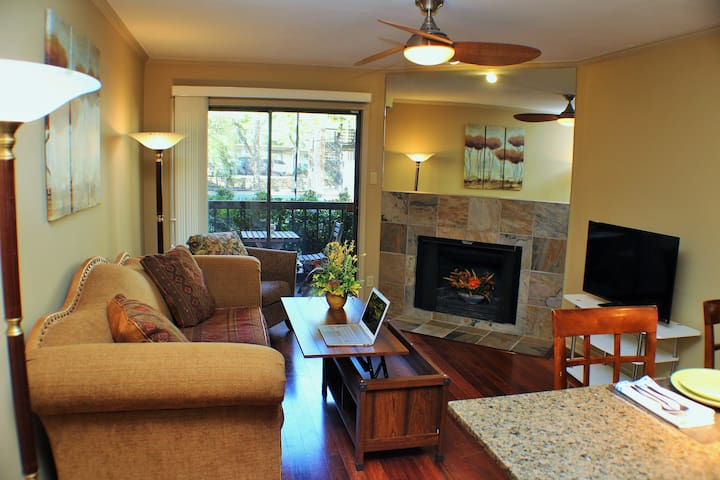 Condo in Gated Complex near Domain, King Bed