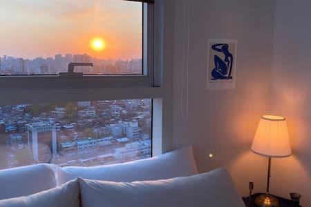 美丽的夜景❤️长期住宿可咨询! 首尔站3分钟‼️ 交通方便‼️现代的风格‼️
