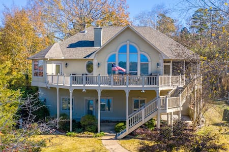 Bayou Lake House on Lake Hamilton