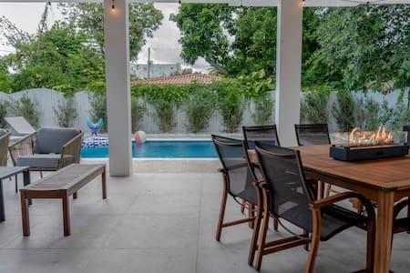 迈阿密豪华4卧3卫独栋度假别墅,海水泳池,烧烤,暖炉,步行至餐厅和酒吧,邻近市中心,海边浴场