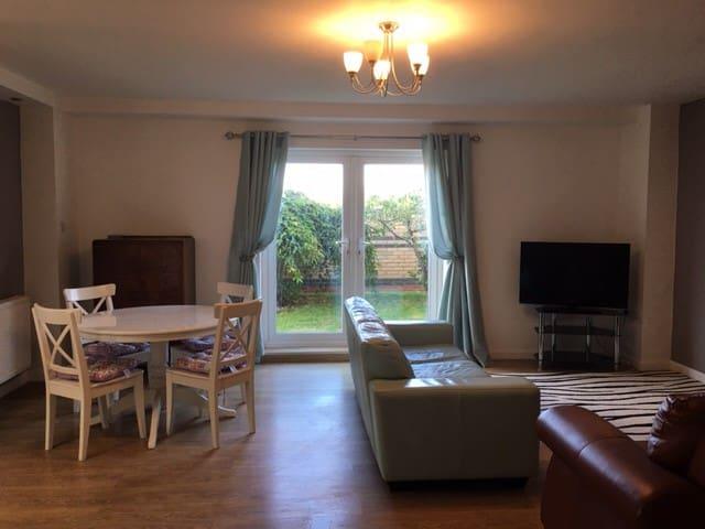 Rural, modern apartment nr Hull sleeps 4 open plan