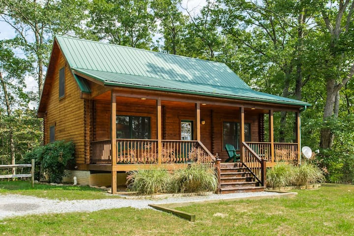 Blue Moon Log Cabin ❤️ Hot Tub and Walk to River