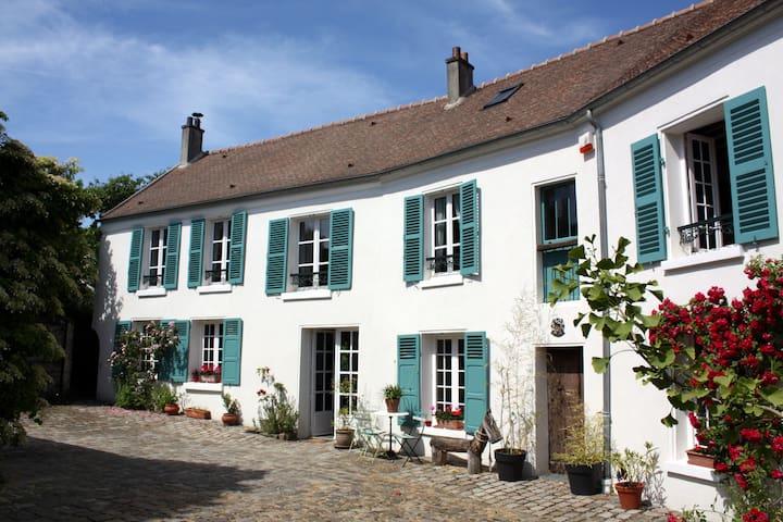 Le Plessis-Luzarches的民宿