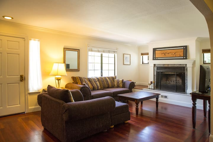 Clean Spacious Four Bedroom Burlingame Home