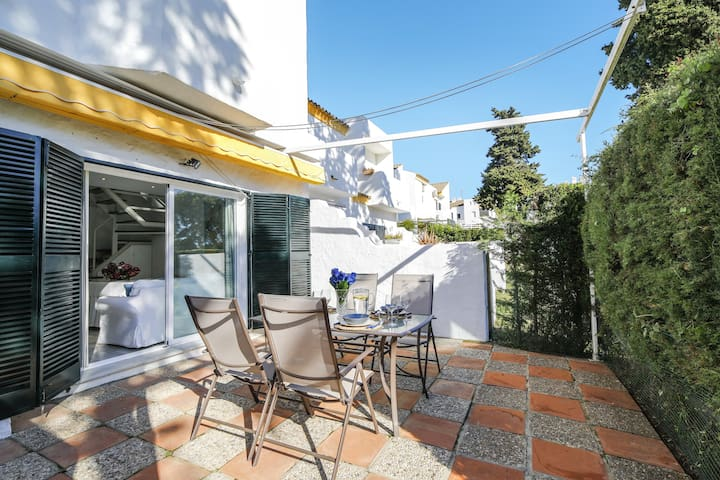 Modern Holiday Home Casa Ita with Pool, Terrace & Air Conditioning; Parking Available