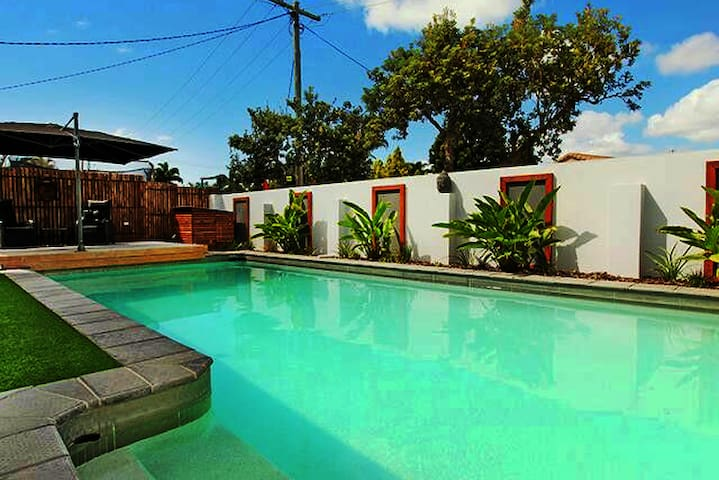 Private entry,  Queen Ensuite, Full Kitchen. Pool