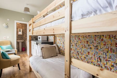 Mini Bunk Studio 1st Flr + TV + WIFI O'Connell St