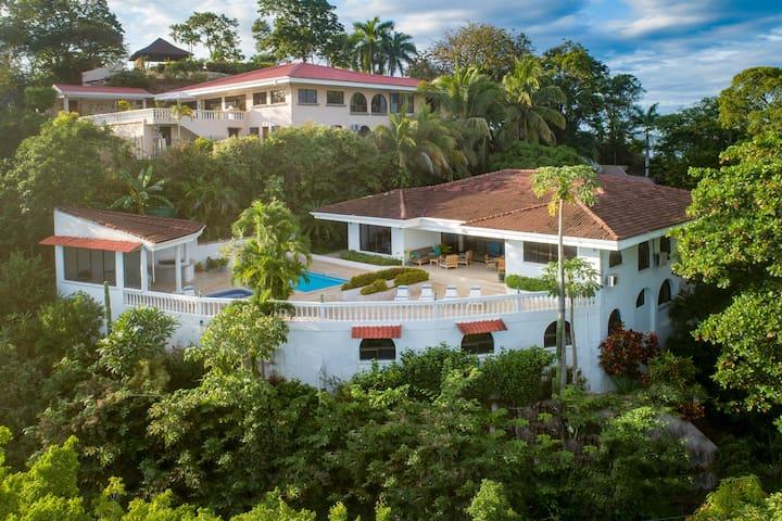 Flamingo Casa Miramar Spacious with amazing views.