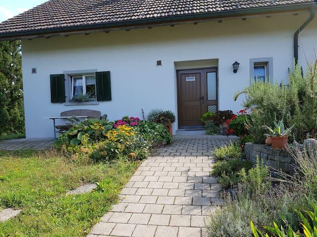 Berg am Irchel的民宿