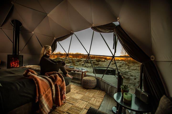 Reykjavik Domes - Luxury with hot tub & fireplace