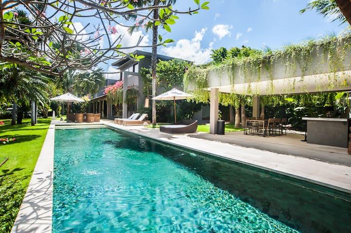 """""""75% OFF"""" Luxury Villa Kamehameha Seminyak"""