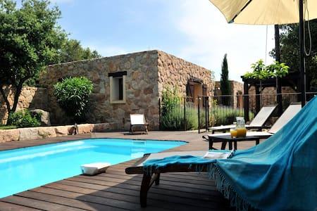 Villa de luxe avec piscine et vue mer, Tavara