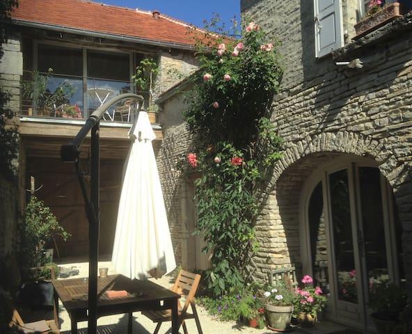 Cruzy-le-Châtel的民宿