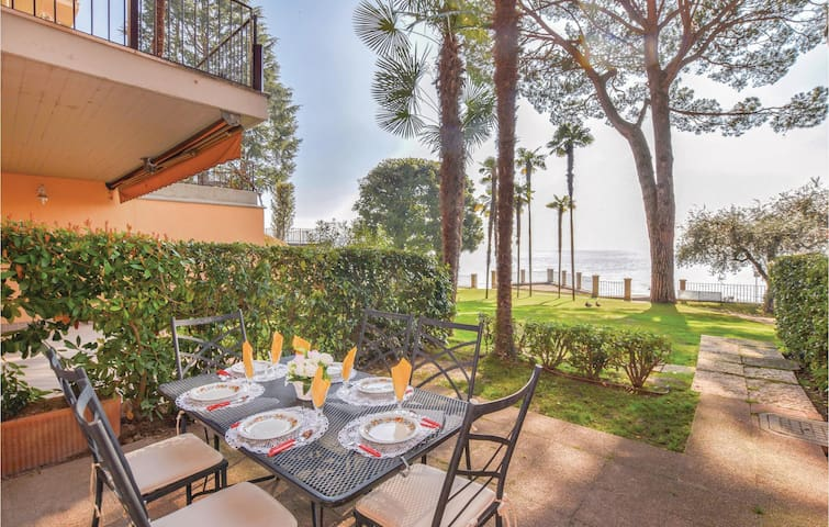 Holiday apartment with 2 bedrooms on 90m² in Gardone Riviera BS