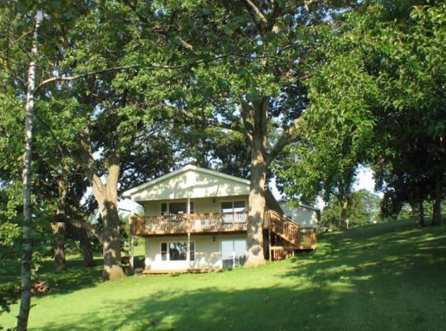 Seventh Heaven, lake/hunting cabin