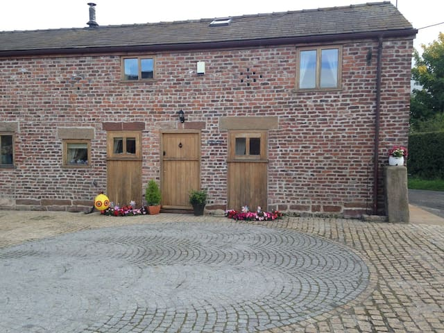 The Old Mill Barn Barnacre Holiday Cottages tub