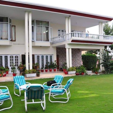 Abbottabad的民宿