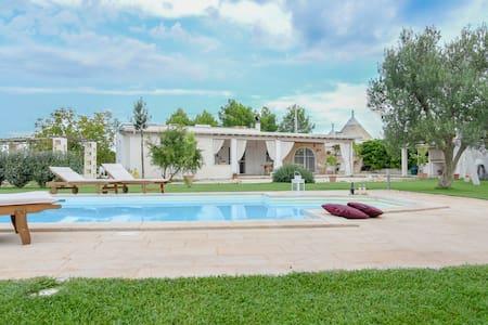 Villa with Trullo and pool