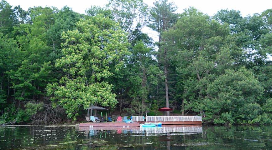 3Acre Estate w Swimming pool A Lake front Paradise