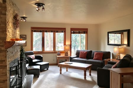 Cozy and Newly Updated Keystone Condo - 2 bedroom