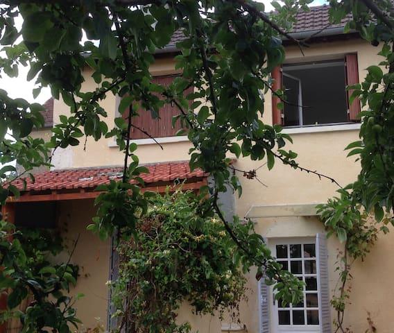 Lucy-sur-Yonne的民宿