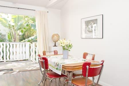 Hollywood Hills Loft Guest House