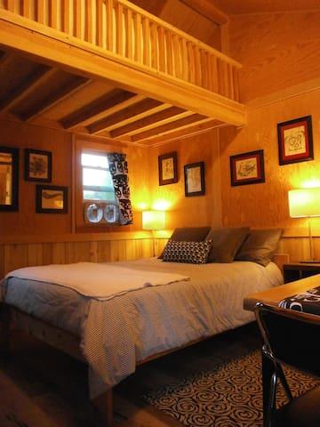 Cozy, Cute Tiny Home, near U of O