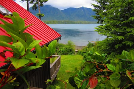 Ocean Dream Waterfront Cottage Tofino
