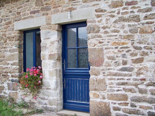 Saint-Jean-Brévelay的民宿
