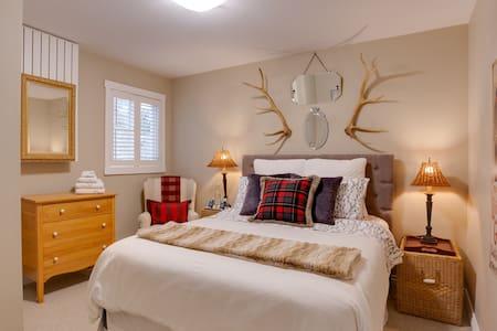 2 Bedrooms, den & bathroom (guest floor in home)