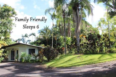 Rainforest Bungalow ✿ Sleeps 6 ✿ 5 mins. to Hilo